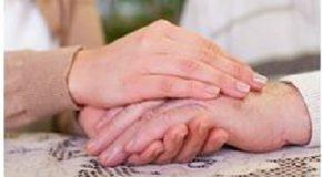 Personnes âgées : comment rompre leur isolement pendant les vacances ?
